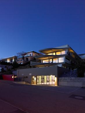 Gesamtansicht bei Nacht © eta architekten