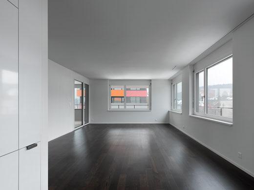 Grosszügiges Wohnzimmer. © Roger Frei