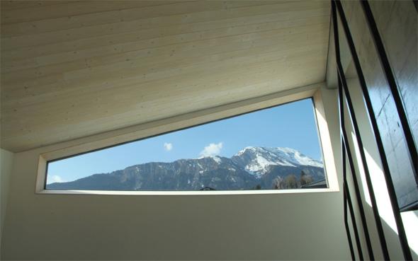 Vue depuis l'escalier sur le massif. © Philippe Joner