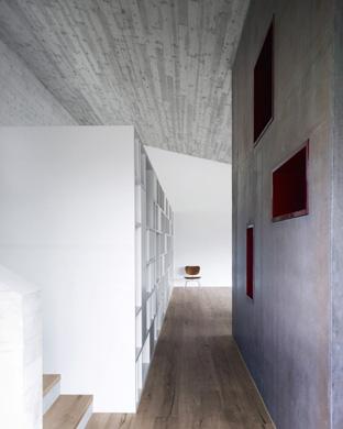 Wohnzimmer Regal und Küchenkern von hinten