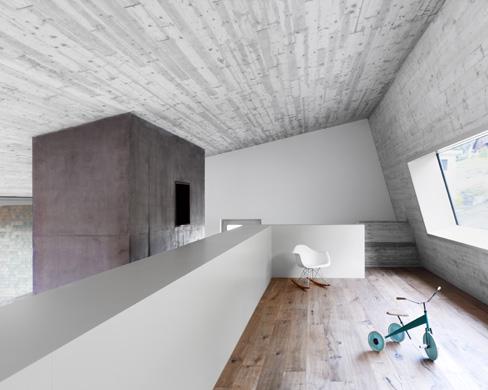 Galerie mit Atelierfenster