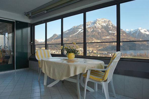 Balkonverglasung von innen, in geschlossenem Zustand © B+B Planer AG