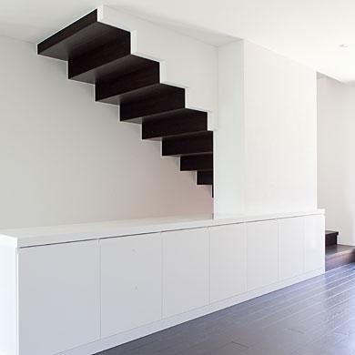 Die Treppe wird zum Blickfang im Raum und zieht in die Höhe © Beatrice Minda, Berlin / Michael Peuckert, Münchenstein