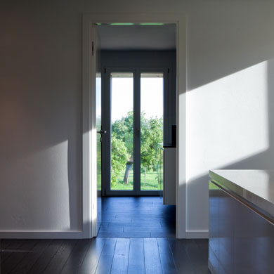 Die Landschaft durchblickt das Haus © Beatrice Minda, Berlin / Michael Peuckert, Münchenstein