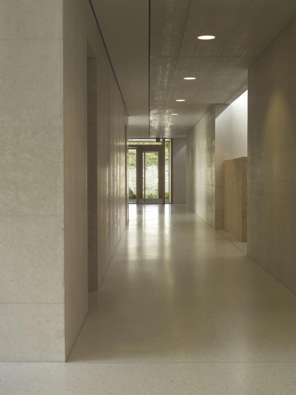 Korridor mit wechselseitiger Raumerweiterung  © Martin Guggisberg