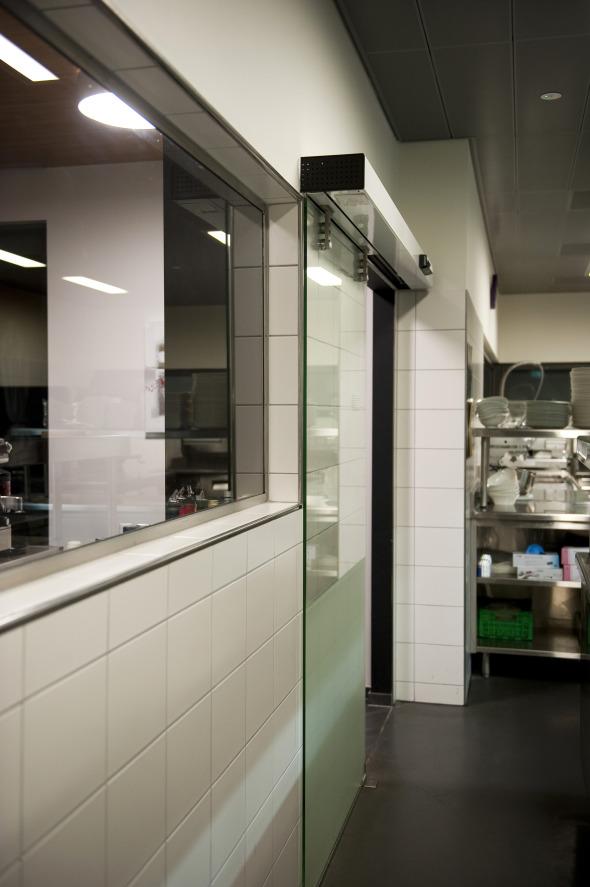 Vue intérieure - Porte d'accés à l'espace cuisine