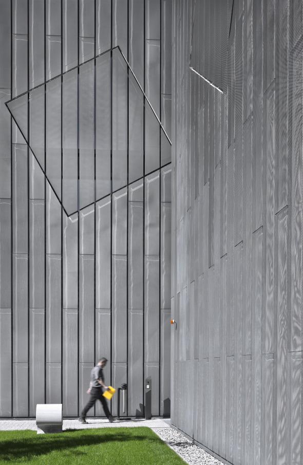 Detailansicht der Fassade aus Rheinzink - Streckmetall © Davide Macullo Architects