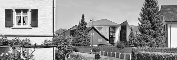 Teilansicht des Jansen Campus, im Vordergrund die Wohngegend von Oberriet © Davide Macullo Architects