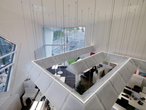 Innenansicht, Blick vom Balkon auf das Grossraumbüro © Davide Macullo Architects