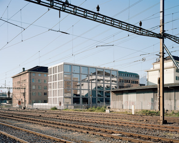 vue depuis les rails CFF © Daniela Droz & Tonatiuh Ambrosetti
