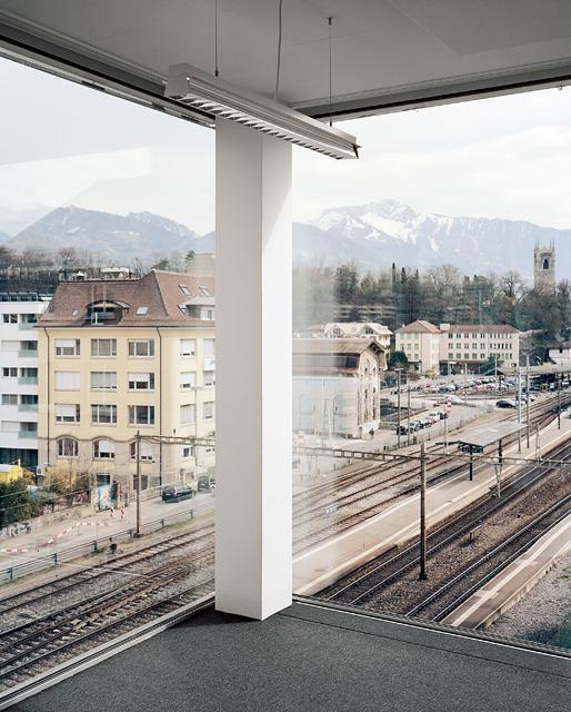 vue depuis l'intérieur d'un bureau © Daniela Droz & Tonatiuh Ambrosetti