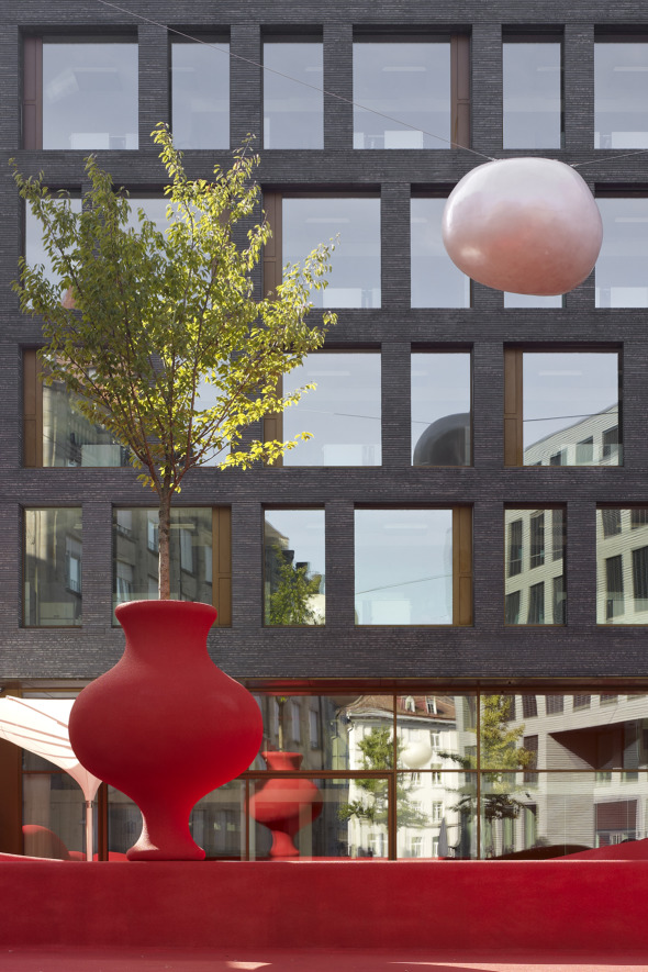 Sideboard mit Blumenvase © K&L Architekten © K&L Architekten