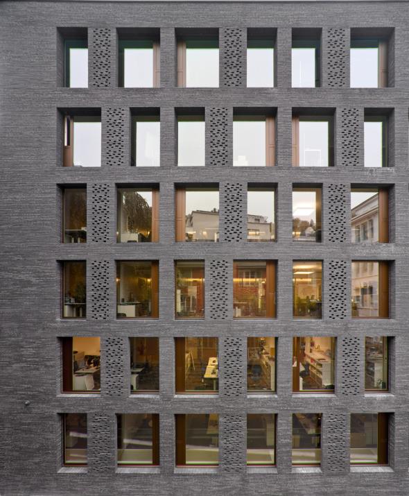 Fassadenbild reagiert auf die Umgebung © K&L Architekten