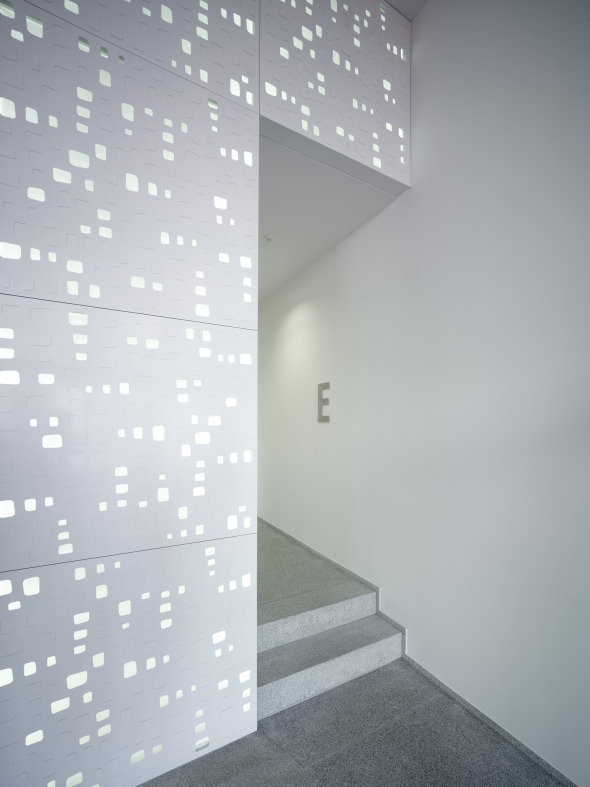 Lichtinstallation im Eingangsbereich © K&L Architekten