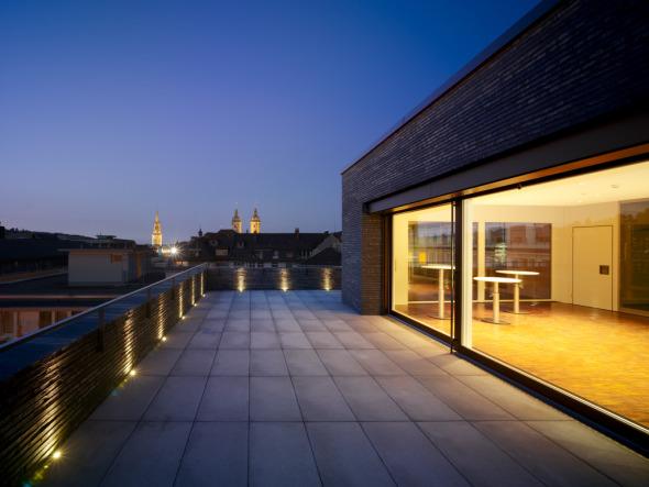 Abendstimmung auf der Dachterrasse mit Blick über Alt- und die Neustadt © K&L Architekten © K&L Architekten