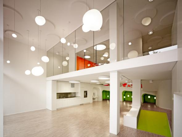 Krabbelnischen, Rampen- und Treppenverbindungen, überhöhte und tiefere Räume  © K&L Architekten