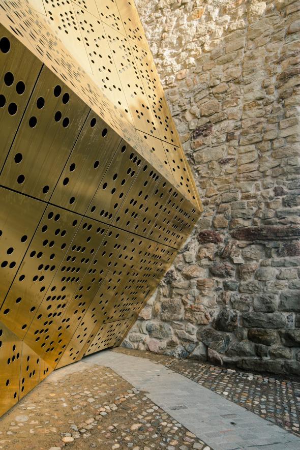 Fassade Falttor geschlossen © Dominique Marc Wehrli