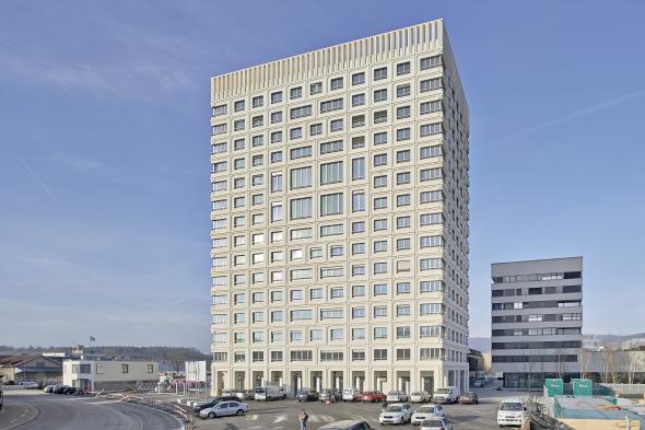 Südfassade zum Goldschlägiplatz © Jürg Zimmermann