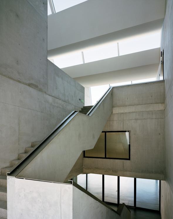 Treppenanlage vermittelt vertikale Dimension des Gebäudes © Georg Aerni, Zürich