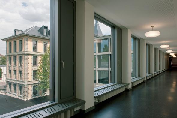 Couloir devant les salles de classe © Photo: Walter Mair, Zürich