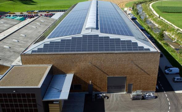Photovoltaikanlage auf dem Dach des Werks © Renggli AG