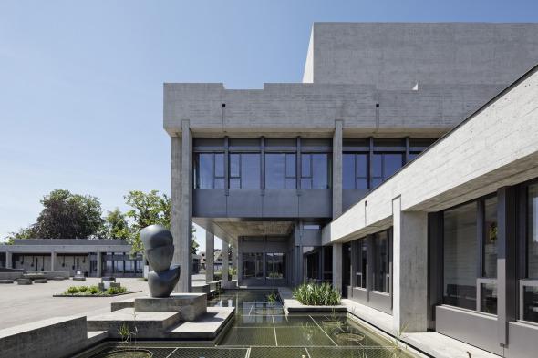 Bâtiment principal et salle des actes © rlc AG