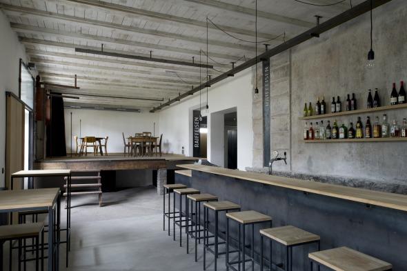 Bar und Bühne Foto © Laura Egger