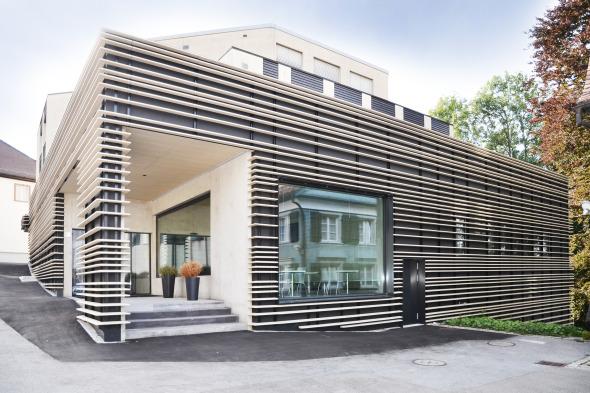 Hauptfassade vom Schulhausplatz © Kimlim Architekten