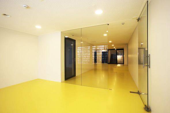 Gang im Untergeschoss © Kimlim Architekten