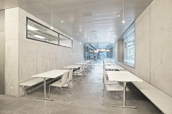 Ruhige Ecke mit der Aussicht zum Schulhausplatz © Kimlim Architekten