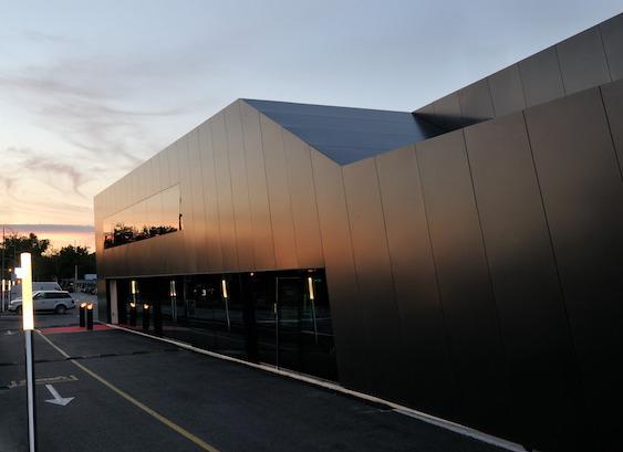 Grosse Panoramafenster an der Haupt- Rückfassade © atelier ww Architekten SIA AG