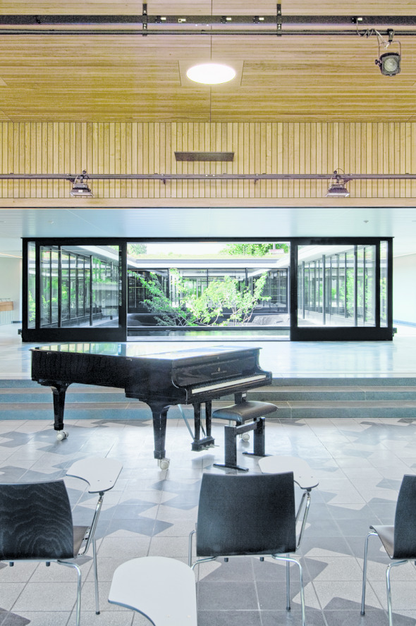 Salle de chant avec paroi abaissable © Mark Röthlisberger, Hochbauamt Kt. Zürich
