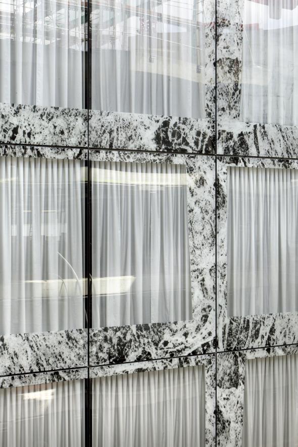 CCF Fassade mit Siebdruck und Vorhang