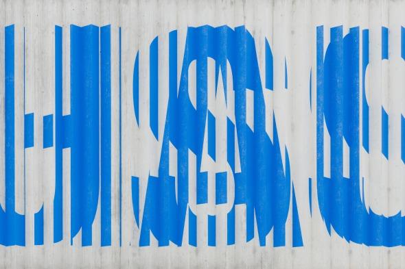 Der Beton ist an der Wallisellerstrasse als beschrieftetes Relief ausgebildet: Kunst am Bau ? Hipp Matthis und Renata Grünenfelder © © beat bühler