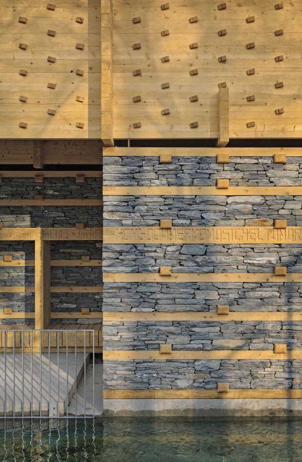 Trockenmauern und Blockbaudach © Ralph Hut