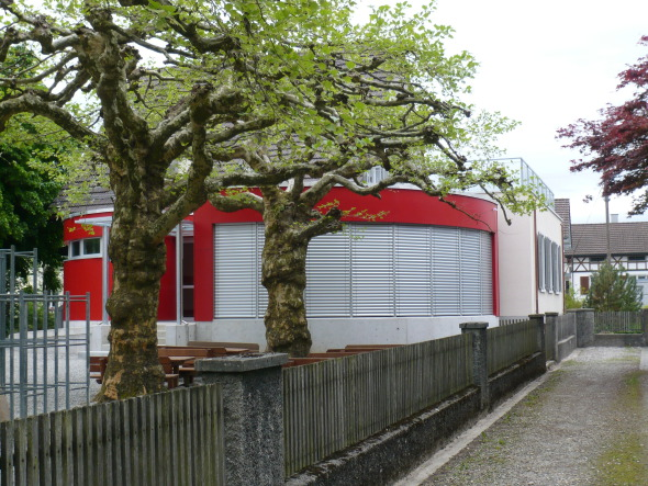 Annexe grande au sud avec terrain de jeux © Beda Zweifel AG