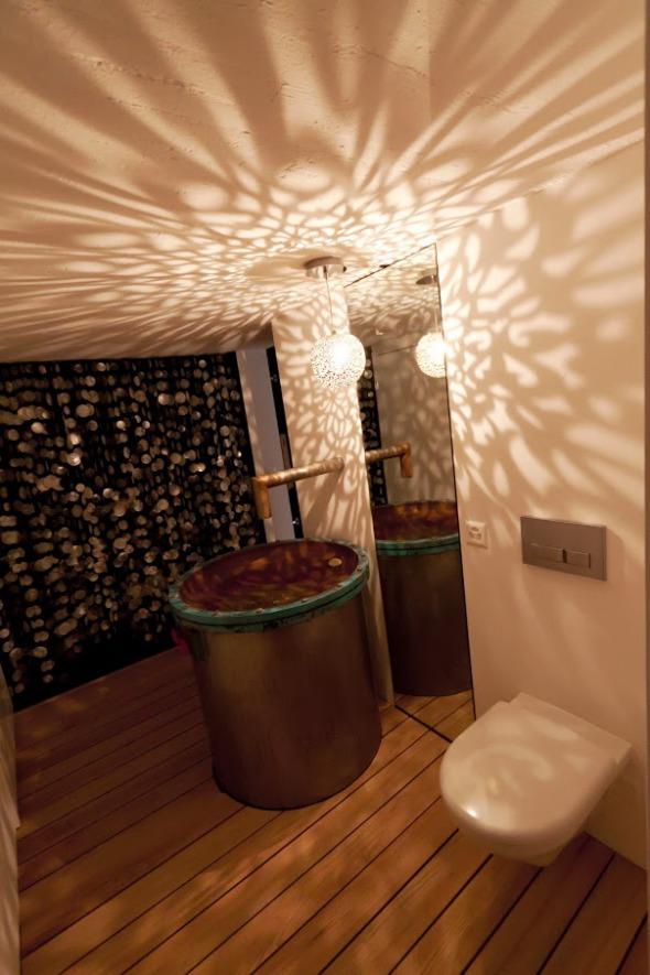 Toilettenraum (ehemaliger Technikraum), Augenmerk: Sandfilter als Waschtisch