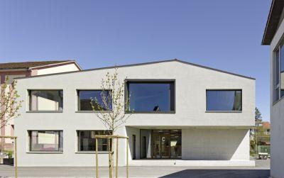 Schulhaus Dorf in Lengnau, AG
