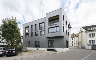 Conversion et surelevation d'un immeuble résidentiel et commercial Paradiesstrasse
