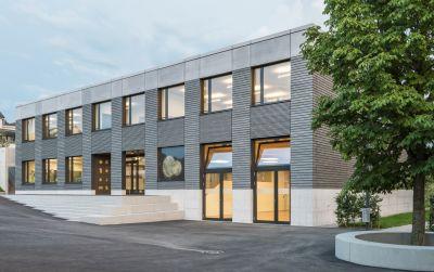Solare Plus-Energie-Schulhaus Kastanienhof St. Magarethen