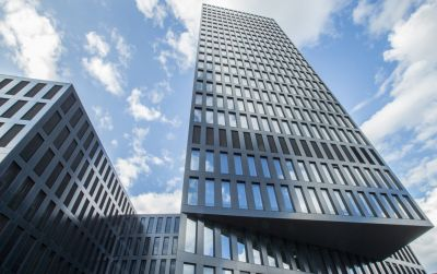 Bürogebäude und Hotel Grosspeter Tower