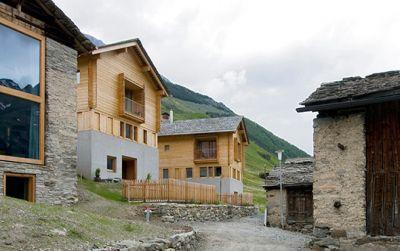 Zwei Häuser in Leis