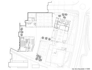 Erdgeschoss Cycle d'orientation et école préprofessionnelle  von Architectes EPFL FAS SIA<br/>