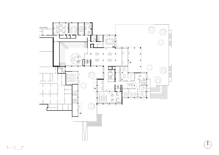 Erdgeschoss Gesamterneuerung Schulhaus Grossmatt Hergiswil  von Schmid Ziörjen Architektenkollektiv