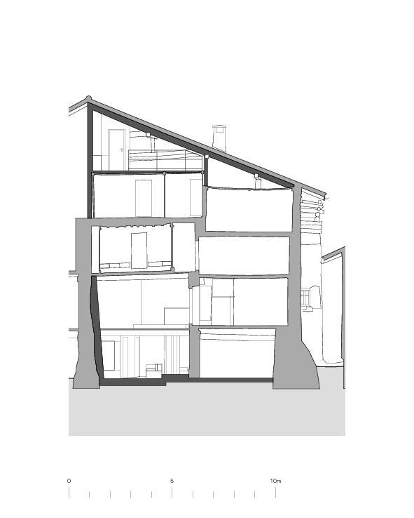 Coupe transversale habitation Von der Ruine zum Nullenergiebilanzhaus de FELIX PARTNER Architektur und Design